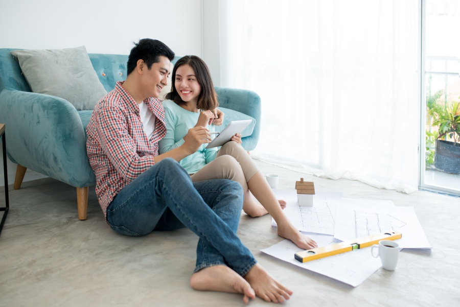 buying-home-with-girlfriend-01